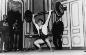 Claude BALP au théâtre de Clermont l'Hérault en 1958. A l'arrière plan, Etienne BOUDIN, le premier entraîneur du club