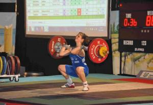 Sophie MIGUET épaulant 88kg