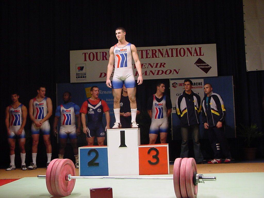 podium-ali-em